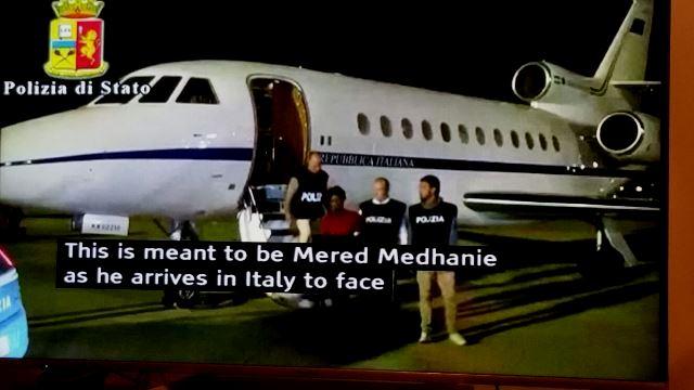 Itali Flight carring Mered 8 6 016.jpg